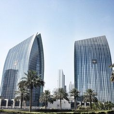 Dubai architecture & Dynamic Tower : Emaar Towers. Photo by lindahollier