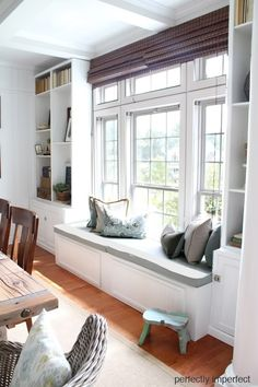 Built ins with window seat. A window seat would be so cute in the dining room. Bookshelves Built In, Built Ins, Book Shelves, Bookcases, Wall Shelves, Dining Room Windows, Bay Windows, Crank Windows, Dining Nook
