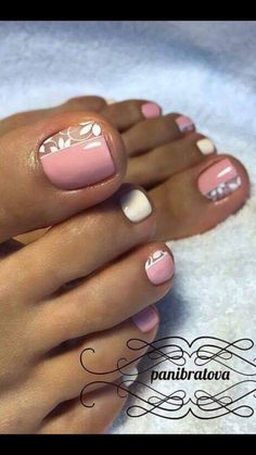Cute flower nail polish design #Pedicure