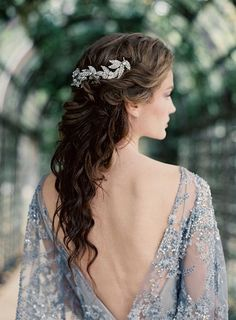 bridal style, wedding hair, inspiration // love the contrast between her hair and the silver hair piece and her skin and the dress Vintage Wedding Hair, Wedding Hair And Makeup, Wedding Hair Accessories, Hair Romance, Playing With Hair, Blue Wedding Dresses, Hair Pieces, New Hair, Wavy Hair
