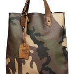 Army Print Murses - Trussardi 1911 brings out the tough guy in all men with his… Tote Bags, My Bags, Army Print, Men's Totes, Christmas Bags, Shopper, Beautiful Bags, Beautiful Life, Purses And Handbags