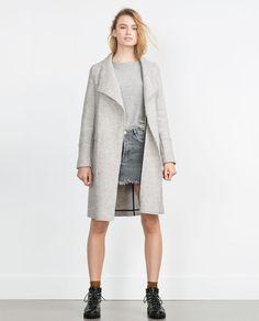 Image 3 de MANTEAU EN TISSU DE LAINE de Zara ! J'aime beaucoup la forme mais je pense pouvoir trouver mieux ...