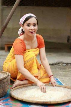 Bodo  attire North East Indian, Folk Festival, Beauty Around The World, Bodo, Beautiful Girl Photo, Asian History, Girls World, Indian Beauty Saree, Western Outfits
