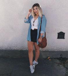 camisa jeans, short preto, tenis branco, t shirt Girl Fashion, Fashion Looks, Fashion Outfits, Swag Fashion, Dope Fashion, Fashion Pants, Look Camisa Jeans, Outfits Con Camisa, Stylish Outfits