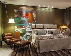 un tableau multicolore dans la chambre à coucher de style Pop Art