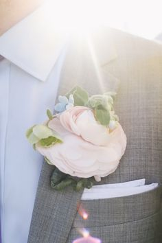Flowers by: Julia Testa | Amazing Photography from OLLI STUDIO - Style Me Pretty