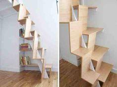 Schody drabinowe, czyli takie które prowadzą na strych lub muszą powstać w miejscu gdzie nie ma powierzchni na normatywną klatkę. Drewniane kształtne strome schody z pomysłem.