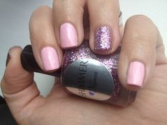 Image from http://douparty.com/wp-content/uploads/2014/09/Nail-Designs-With-Glitter-On-Ring-Finger.jpg.