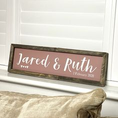 Wooden Wedding Signs, Wooden Signs, Cricut Craft, Cricut Ideas, Painted Name Signs, Cricut Explore Projects, Reclaimed Wood Frames, Wedding Name, Best Wedding Gifts