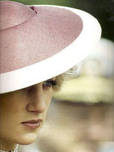 .Beautiful photo of Princess Diana, Queen of my heart!
