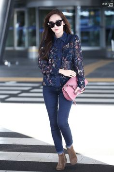 Jessica Jung with that chic and glamour style! Snsd Airport Fashion, Snsd Fashion, Korea Fashion, Trendy Fashion, Girl Fashion, Fashion Outfits, Fashion 2015, Style Fashion, Girls Generation