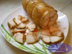 """Готовим вкусную, нежную и сочную курицу пр рецепту """"куриная колбаска"""". Делать мы ее будем из куриной грудки. И да... не удивляйтесь, она действительно получится сочной и мягкой, проверено. Данный рецепт очень простой, поэтому обязательно попробуйте такую куриную колбаску."""