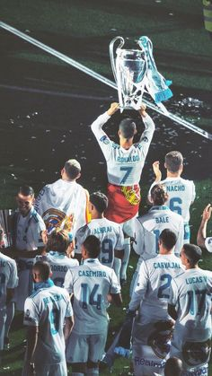 CAMP13ONES Real Madrid Champions League, Real Madrid Team, Ronaldo Real Madrid, Real Madrid Players, Uefa Champions League, Cristiano Ronaldo 7, Cristiano Ronaldo Wallpapers, Cr7 Ronaldo, Real Madrid Manchester United