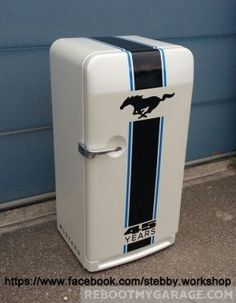 Need some inspiration for your garage makeover? Here are some of the coolest garage art examples we've found. Refrigerator Makeover, Paint Refrigerator, Painted Fridge, Refrigerator Wraps, Vintage Fridge, Vintage Refrigerator, Garage Bar, Man Cave Garage, Man Cave Fridges