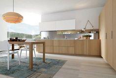 cuisine moderne bois chêne avec une table à manger et chaises
