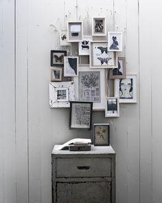 fotolijstjes en kast grijs