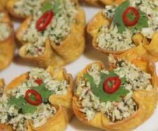 Recipe Spicy Thai Chicken Cups by Rebecca Hill, learn to make this recipe easily in your kitchen machine and discover other Thermomix recipes in Starters. Ham Breakfast, Breakfast Recipes, Spicy Recipes, Chicken Recipes, Pork Recipes, Spicy Thai, Family Thanksgiving, Tiny Food, Thai Chicken