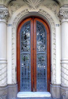 https://flic.kr/p/8boMxr | Barcelona - Enric Granados 119 05 a | Casa Enric Llorens de Grau  1903  Architect: Josep Pérez i Terraza