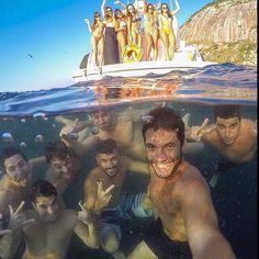 Epic group selfie in Ilhas Cagarras Creative Pictures, Cool Pictures, Cool Photos, Funny Pictures, Snapchat Selfies, Funny Snapchat, Images Gif, Foto Pose, Beach Pictures