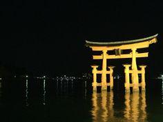 厳島神社の夜