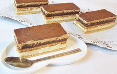 Prajitura cu foi si doua creme My Favorite Food, Favorite Recipes, Russian Desserts, Romanian Food, Eat Dessert First, Bakery, Food And Drink, Cooking Recipes, Sweets