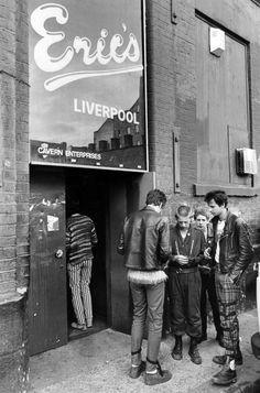 (^o^) Punks outside Eric's night club on Matthew Street, Liverpool, 1979