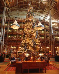 Wilderness Lodge Christmas: Disney World Christmas Decorations
