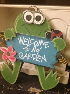 Wood craft spring frog welcome