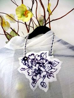 Textile stitch Art collar  with my comment by Helene Le Berle