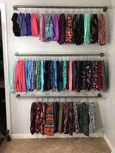 68 model design decor for boutique 10 68 Modell Design Dekor für Boutique 10 Bedroom Closet Design, Master Bedroom Closet, Closet Designs, Boutique Decor, Boutique Interior, Boutique Design, Pipe Closet, Diy Clothes Rack, Hanging Clothes Racks