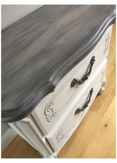 Chalk Paint Furniture, Diy Furniture Projects, Chalk Paint Table, Chalk Paint Grey, Diy Grey Furniture, White And Grey Bedroom Furniture, How To Distress Furniture, Grey Distressed Furniture, Glazing Furniture