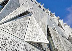 La impresionante fachada de este edificio se transforma para regular la luz del día - Noticias de Arquitectura - Buscador de Arquitectura