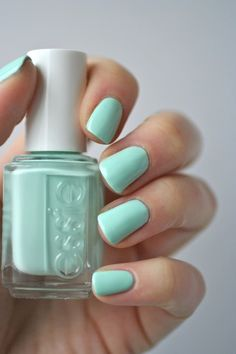 Cult-Classics : Essie Mint Candy Apple - one of my very favorite nail polish colors Best Drugstore Nail Polish, Essie Nail Polish, Nail Polish Colors, Nail Polishes, Essie Gel Nail Polish, Cute Nail Polish, Nail Nail, Mint Green Nails, Mint Nails