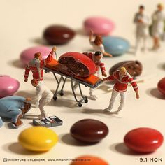 "crossconnectmag: "" Japanese artist Tanaka Tatsuya creates miniature diorama for daily calendar since His artwork titled ""miniature calendar"" depicts diorama-style toy people with household. Miniature Photography, Toys Photography, Creative Photography, Photo Macro, Miniature Calendar, Tiny World, Arte Pop, People Art, Japanese Artists"