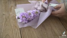 Wrap Flowers In Paper, How To Wrap Flowers, How To Wrap Bouquet, Diy Flowers, Flower Decorations, Flower Bouquet Diy, Gift Bouquet, Deco Buffet, Flower Box Gift