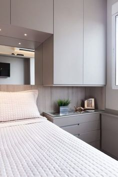Bedroom Storage For Small Rooms, Small Bedroom Interior, Bedroom Closet Design, Small Bedroom Designs, Bedroom Furniture Design, Bedroom Wardrobe, Home Decor Furniture, Bedding Master Bedroom, Small Master Bedroom