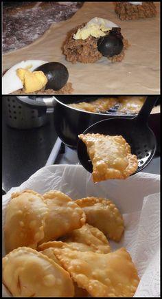 Empanadas fritas a la chilena... Importante que no puede faltar en el relleno el huevo, la aceituna y la pasa de uva!