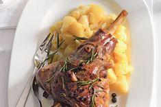 Pečené jehněčí kolínko s česnekem a jalovcem | Apetitonline.cz Mashed Potatoes, Beef, Ethnic Recipes, Whipped Potatoes, Meat, Smash Potatoes, Steak