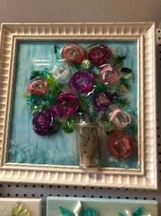 Broken Glass Crafts, Sea Glass Art, Resin Crafts, Ornament Wreath, Art Projects, Photo Galleries, Gallery, Frame, Picture Frame