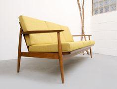 Vintage Sitzgarnituren - 60er Sofa in Gelb, neu bezogen - ein ...