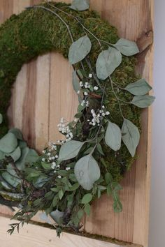 DIY wreath tie with moss, eucalyptus, branches and gypsophila. Moss wreath ideas natural decoration for summer and autumn make your own decoration idea decoration wall decoration natural decoration decorate wreath wreaths moss wreaths Moss Wreath, Diy Wreath, Grapevine Wreath, Wreath Ideas, Christmas Wreaths, Christmas Decorations, Holiday Decor, L Eucalyptus, Hydrangea Seeds