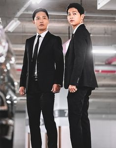 """Episode 13 of TV drama """"Descendants of the Sun"""" was a suspense-filled roller coaster ride. However, in midst of all the action, viewers and fans were able to enjoy actors Jin Goo and Song Joong-ki dressed up in lean black suits. Seo Dae Young, Decendants Of The Sun, Korean Picture, Song Joon Ki, Sun Song, Korean Drama Best, Songsong Couple, Jin Goo, Kim Ji Won"""