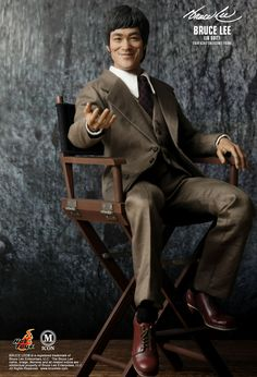 Hot Toys :  - Bruce Lee (In Suit) 1/6th scale Collectible Figure