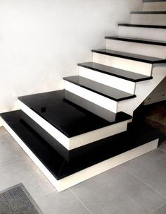 Treppe aus Granit Nero Absolute - Decoration For Home Stairs Tiles Design, Home Stairs Design, Stair Railing Design, Bungalow House Design, House Front Design, Home Room Design, Interior Stairs, Marble Staircase, House Staircase