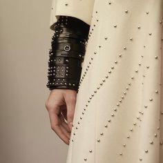 hermesSet of studded bracelets #Hermes #HermesFemme #fw16 #pfw2016/03/08 06:43:05
