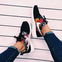 Nike Shoes Cheap, Nike Free Shoes, Nike Shoes Outlet, Running Shoes Nike, Cheap Nike, Toms Outlet, Running Pants, Sneaker Outfits, Cute Shoes
