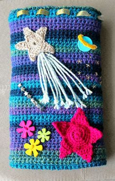 Twiddle Muff Journey Twiddle muff, sensory sleeve for dementia patients. How to make a…Twiddle muff, sensory sleeve for dementia patients. Crochet Crafts, Crochet Toys, Crochet Baby, Free Crochet, Beginner Crochet, Crochet Things, Knitting Projects, Crochet Projects, Knitting Patterns