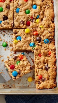 One of our favorite cookies -- packed with peanuts, M&M's™ chocolate candies and oats -- gets a super-easy bar makeover! Perfect for parties, lunch boxes or anytime you want a sweet bite. Yummy Treats, Sweet Treats, Christmas Cookies Kids, Cookie Recipes, Dessert Recipes, Monster Cookie Bars, Partys, Sweet And Salty, Dessert Bars