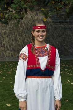 Tuuterinpuku - Vuodatus.net Culture Clothing, Folk Clothing, Finland Culture, Viking Dress, Costumes Around The World, Beautiful Costumes, Folk Costume, Festival Outfits, Traditional Dresses