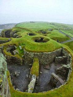 Jarlshof, el sitio arqueológico prehistórico más conocido en Shetland, Escocia